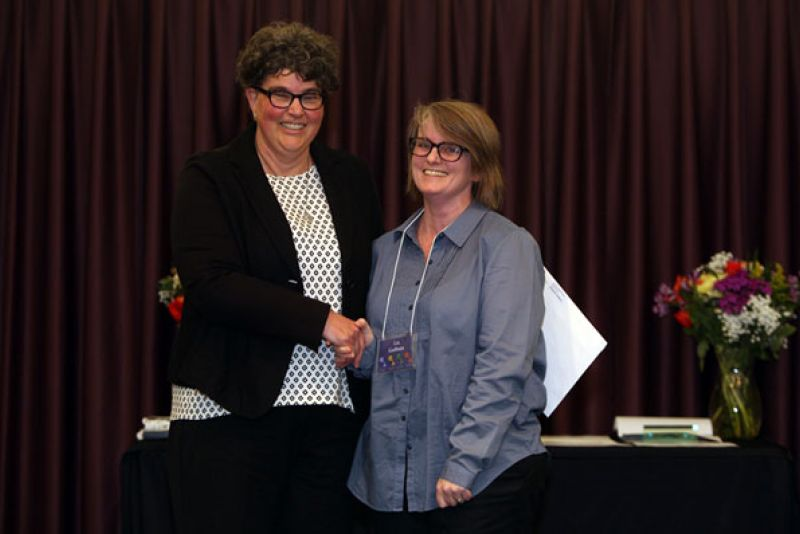 Anne Weyandt '83, dean of Adult and Applied Education, with Liz Gadbois '16, winner of the Mary Alice Muellerleile Student Leadership Award.
