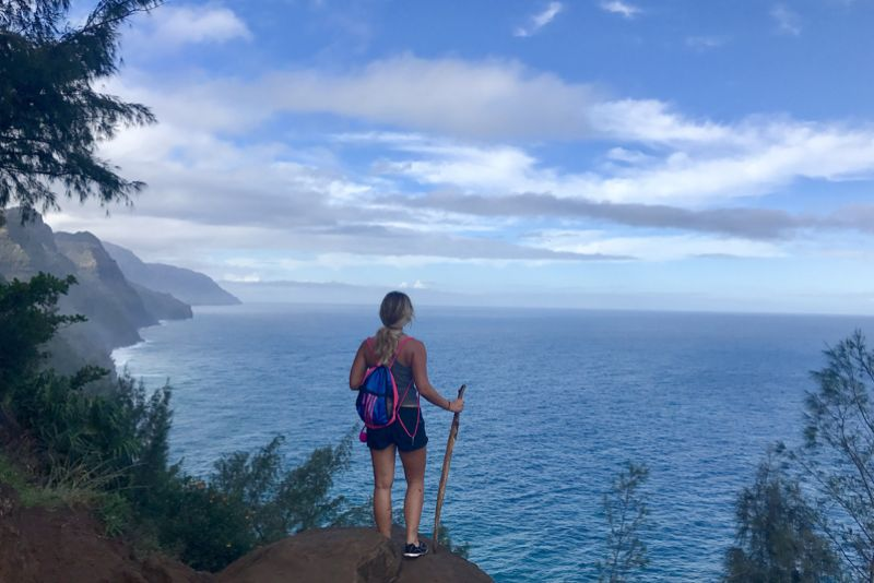St. Kate's student Lauren Severson hiking in her study abroad at the Na Pali Coast