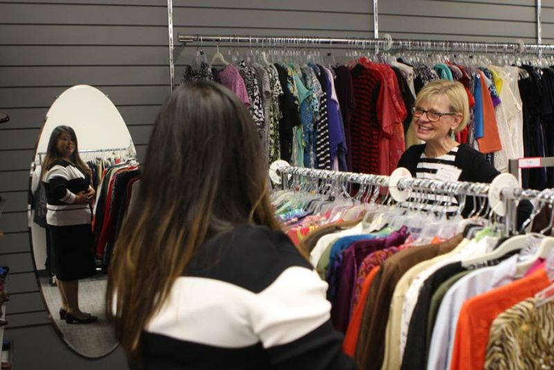 Stephanie Herr '17 receives some advice on a professional wardrobe from Lisa Schroeder. Photo by Jaelyn Miltz '20.